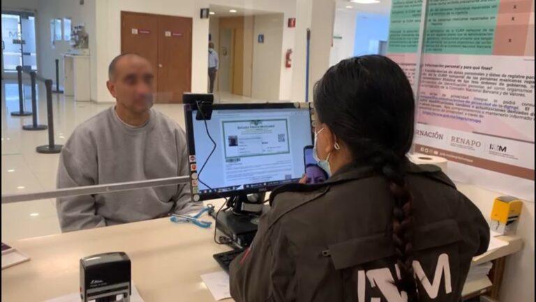 """INM y RENAPO emiten """"CURP"""" temporal para connacionales repatriados de EUA"""