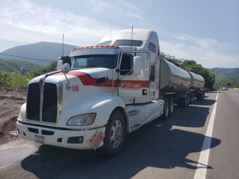 Guardia Nacional recuperó alrededor de 60 mil litros de hidrocarburo en carretera de Colima *FOTOS GN*