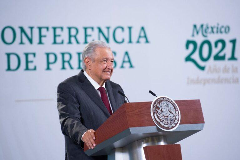 AMLO pide a maestros de Michoacán aceptar pago directo Foto: Presidencia