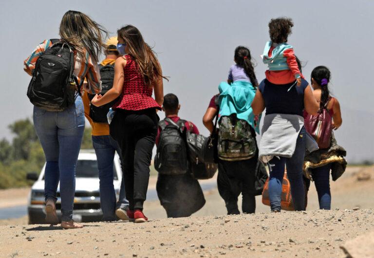 INM invitó a más de 2 mil migrantes vinculados con amparos, a esperar en Chiapas la resolución de sus casos Foto: Internet